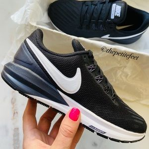 NWT Nike Air Zoom Structure 22